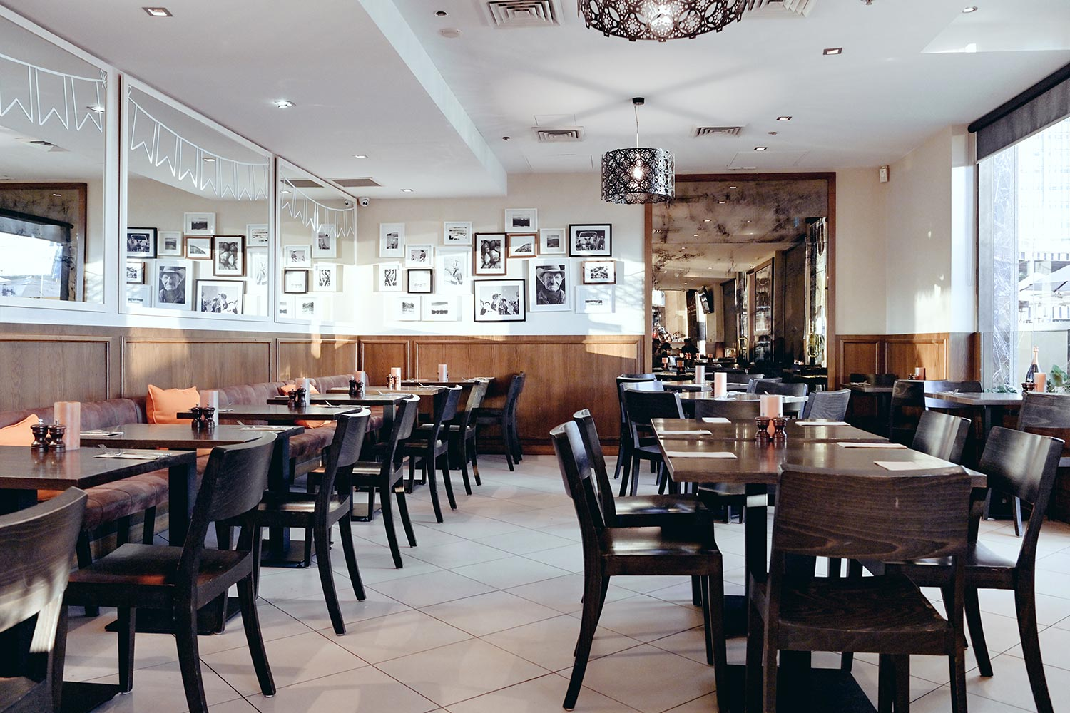 Searock Grill interior –tables and chairs